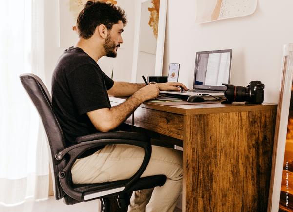 Teletrabalho: 5 Exercícios para corrigir a postura